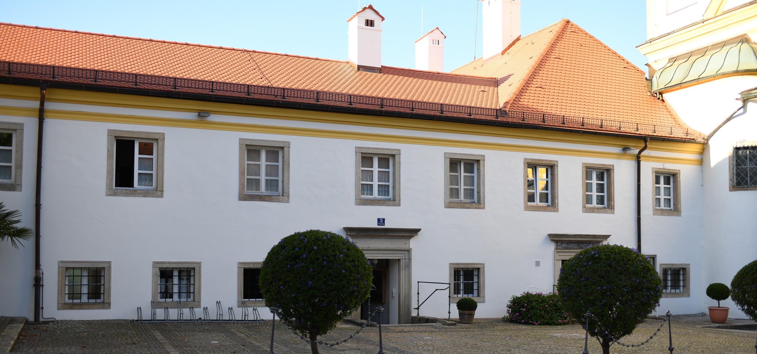 Instandsetzung Dachstuhl und Fassade Wohngebäude